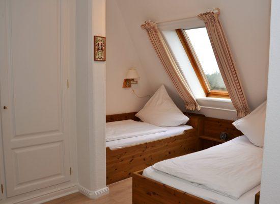 Blick auf die komfortablen Einzelbetten