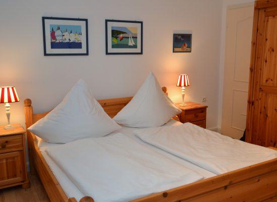 Im gemütlichen großen Doppelbett, tanken Sie Kraft für den nächsten Tag